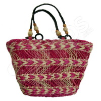 Плетена розова чанта с оригинален дизайн