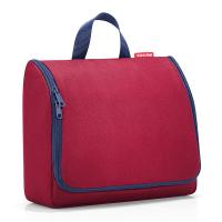 Чанта за принадлежности с кукичка за окачване в тъмночервено Reisenthel Toiletbag XL, dark ruby